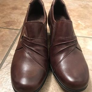 Clarke's women's shoes bendable size 9 brown